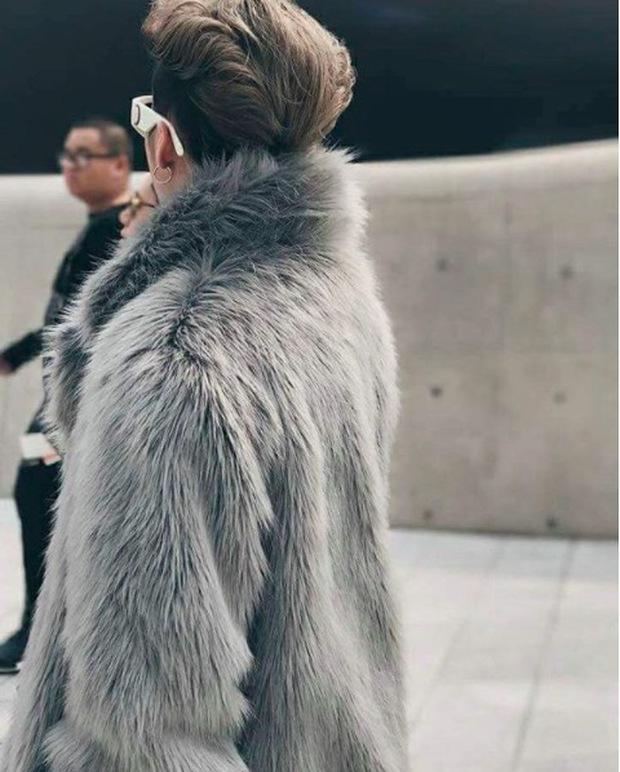 Seoul Fashion Week: Sơn Tùng M-TP khoác áo lông dài ngoài đồ thể thao, đeo kính râm xuất hiện cực ngầu - Ảnh 5.