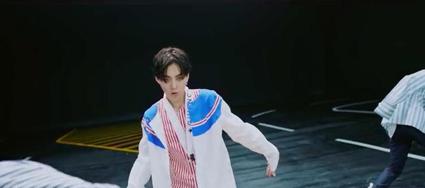 Ko Ko Bop của EXO: nhạc khó nghe, nhưng thời trang MV thì dễ ngấm với toàn hàng hiệu - Ảnh 1.