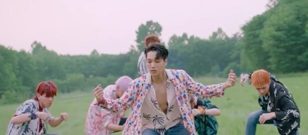 Ko Ko Bop của EXO: nhạc khó nghe, nhưng thời trang MV thì dễ ngấm với toàn hàng hiệu - Ảnh 21.