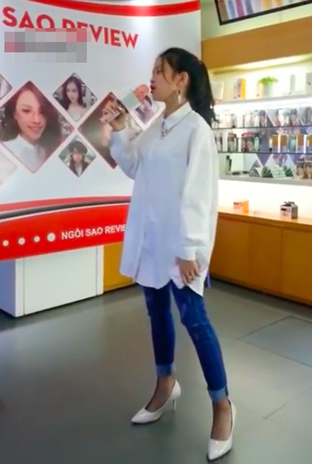 Áo rộng thùng thình chân đi cao gót, Linh Ka bị netizen mỉa mai học đòi làm người lớn - Ảnh 2.