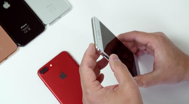 Đây là video iPhone 7s Plus đối mặt với iPhone 8, smartphone nào đẹp hơn? - Ảnh 5.