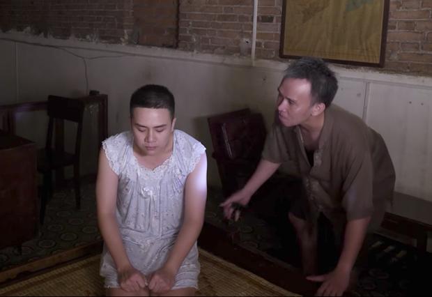 Duy Khánh bị cha ép mặc đồ con gái rồi hiếp dâm trong tập 3 Bầu trời của Khánh - Ảnh 3.