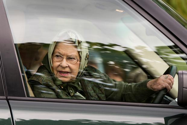 Những đặc quyền không thể tin nổi khi bạn là... nữ hoàng Anh - Ảnh 1.