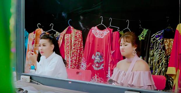 Nghi vấn chèn ép giữa Hà Hồ - Minh Hằng được đưa vào Lật mặt showbiz - Ảnh 8.