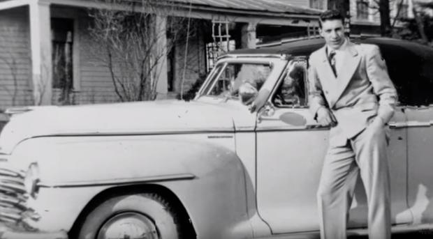 Kỷ niệm 60 năm ngày cưới, con trai khiến bố mẹ lặng người khi tìm lại được một kỷ vật vô giá bị bán từ rất lâu - Ảnh 4.