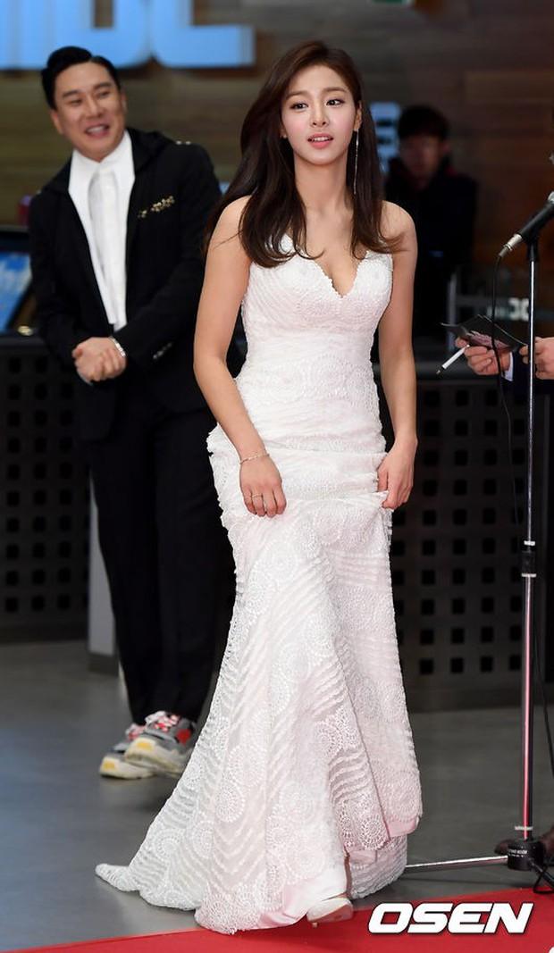 Thảm đỏ MBC Entertainment Awards: Dara bỗng già chát, bị mỹ nhân gợi cảm vô danh và loạt sao nữ sexy đè bẹp - Ảnh 5.