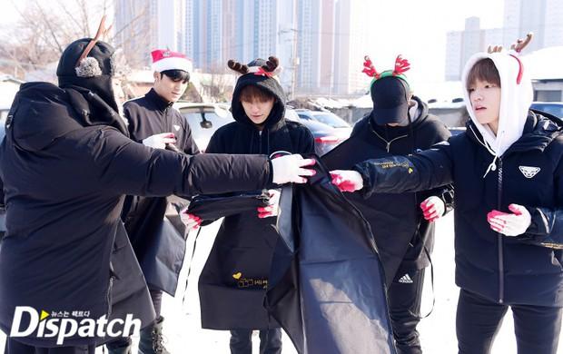 Sao Hàn và Thái đón Giáng Sinh: Wanna One, Big Bang mừng lễ trên sân khấu, Seventeen và NUEST bê than làm từ thiện - Ảnh 21.