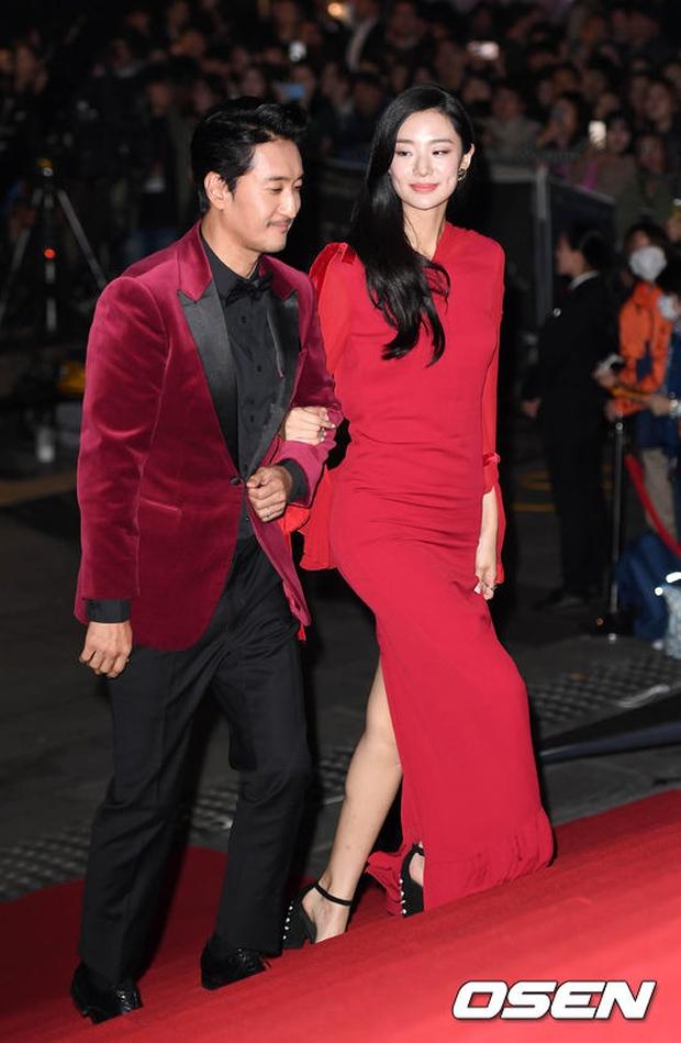 Thảm đỏ Oscar Hàn Quốc: Hoa hậu gây sốc với ngực siêu khủng, Yoona và Jo In Sung dẫn đầu dàn siêu sao - Ảnh 30.
