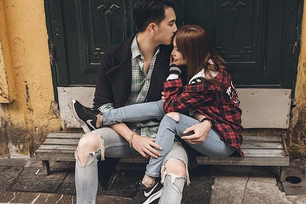 Sĩ Thanh và bạn trai bác sĩ 6 múi không ngại hôn nhau giữa đường phố Hà Nội - Ảnh 4.