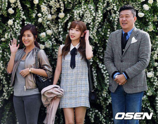 Hôn lễ đẹp nhất xứ Hàn: S.E.S tái hợp, chủ tịch SM Lee Soo Man cùng dàn sao khủng xuất hiện - Ảnh 29.