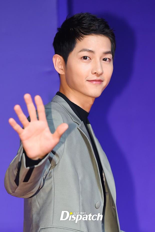 Thảm đỏ MAMA Hồng Kông: Song Joong Ki, Lee Young Ae mê mẩn Wanna One, Song Ji Hyo và em út Red Velvet hở bạo - Ảnh 6.