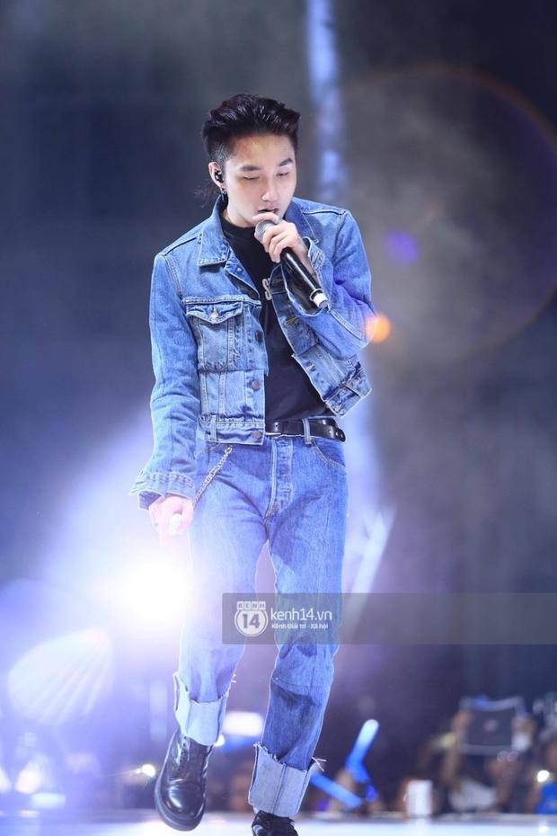 1 món hàng hiệu 2 số phận: G-Dragon thất thểu ở sân bay, Sơn Tùng tự tin trên sân khấu - Ảnh 1.