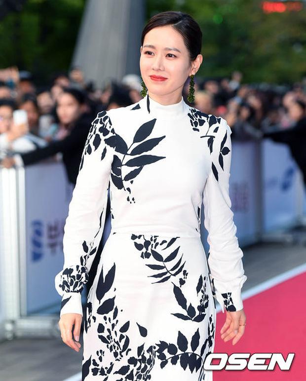 Thảm đỏ liên hoan phim Busan ngày 2: Nữ thần của nữ thần Son Ye Jin một mình cân cả dàn mỹ nhân - Ảnh 3.