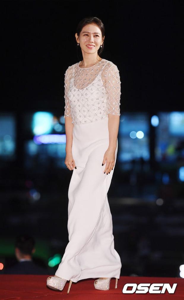 Thảm đỏ Oscar Hàn Quốc: Hoa hậu gây sốc với ngực siêu khủng, Yoona và Jo In Sung dẫn đầu dàn siêu sao - Ảnh 11.