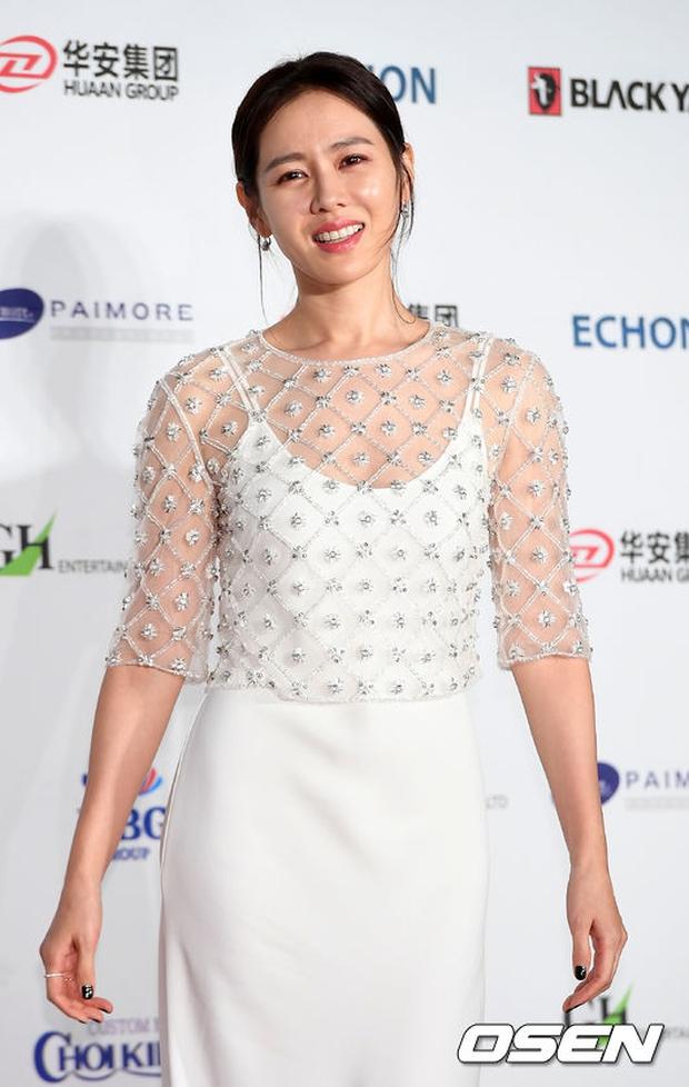 Thảm đỏ Oscar Hàn Quốc: Hoa hậu gây sốc với ngực siêu khủng, Yoona và Jo In Sung dẫn đầu dàn siêu sao - Ảnh 13.
