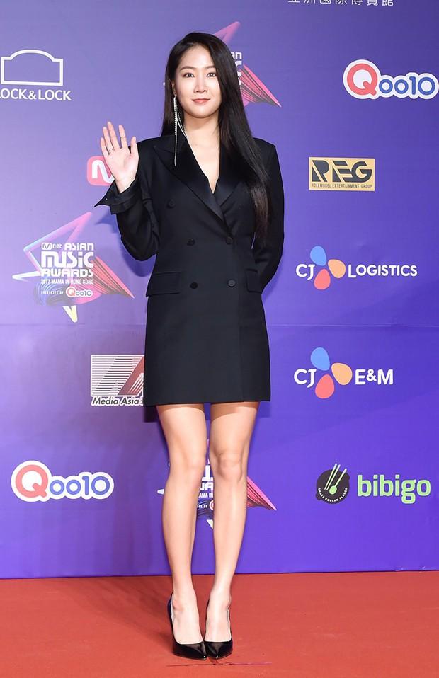 Thảm đỏ MAMA Hồng Kông: Song Joong Ki, Lee Young Ae mê mẩn Wanna One, Song Ji Hyo và em út Red Velvet hở bạo - Ảnh 40.