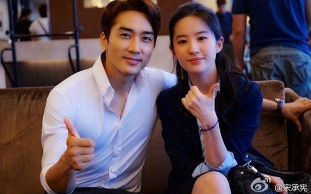 Lưu Diệc Phi viết tâm thư, ngấm ngầm thừa nhận đã chia tay với Song Seung Hun? - Ảnh 1.