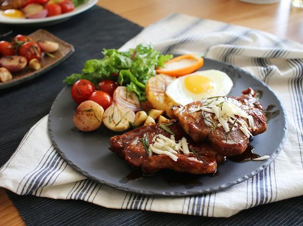 Không phải thịt bò, làm bít tết... thịt heo cũng ngon chẳng kém mà còn rẻ hơn rất nhiều - Ảnh 9.
