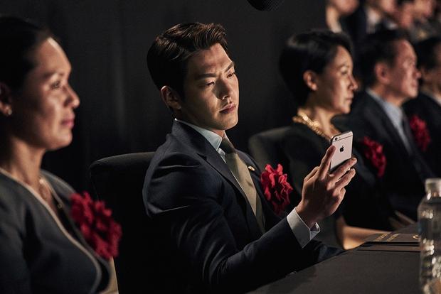 Tay sai Kim Woo Bin tiến thoái lưỡng nan giữa trùm đa cấp Lee Byung Hun và Kang Dong Won - Ảnh 3.