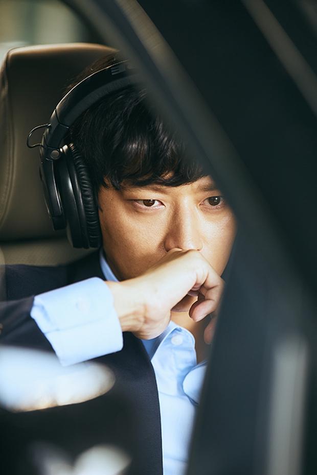 Tay sai Kim Woo Bin tiến thoái lưỡng nan giữa trùm đa cấp Lee Byung Hun và Kang Dong Won - Ảnh 8.
