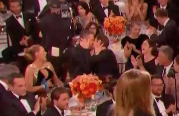 Khoảnh khắc hot nhất Quả Cầu Vàng: Deadpool khóa môi Người Nhện, vợ ngồi cạnh tán thưởng - Ảnh 5.