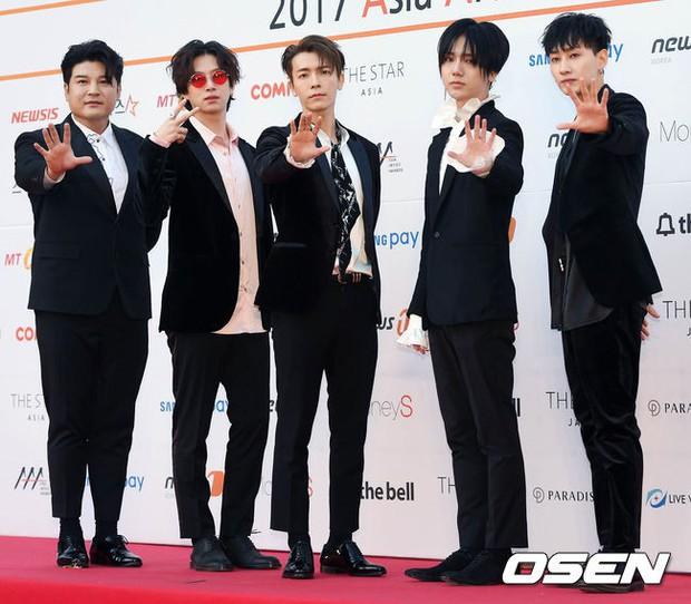 Asia Artist Awards bê cả showbiz lên thảm đỏ: Yoona, Suzy lép vế trước Park Min Young, hơn 100 sao Hàn lộng lẫy đổ bộ - Ảnh 42.