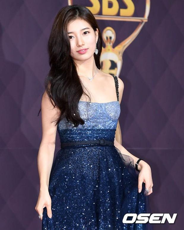 Thảm đỏ SBS Drama Awards: Nữ thần Suzy cân cả Yuri và dàn mỹ nhân hàng đầu Kpop, cặp vợ chồng Jisung quyền lực xuất hiện - Ảnh 7.