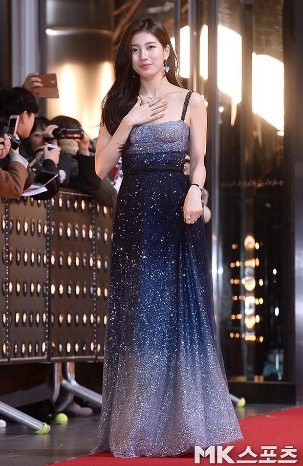 Thảm đỏ SBS Drama Awards: Nữ thần Suzy cân cả Yuri và dàn mỹ nhân hàng đầu Kpop, cặp vợ chồng Jisung quyền lực xuất hiện - Ảnh 1.