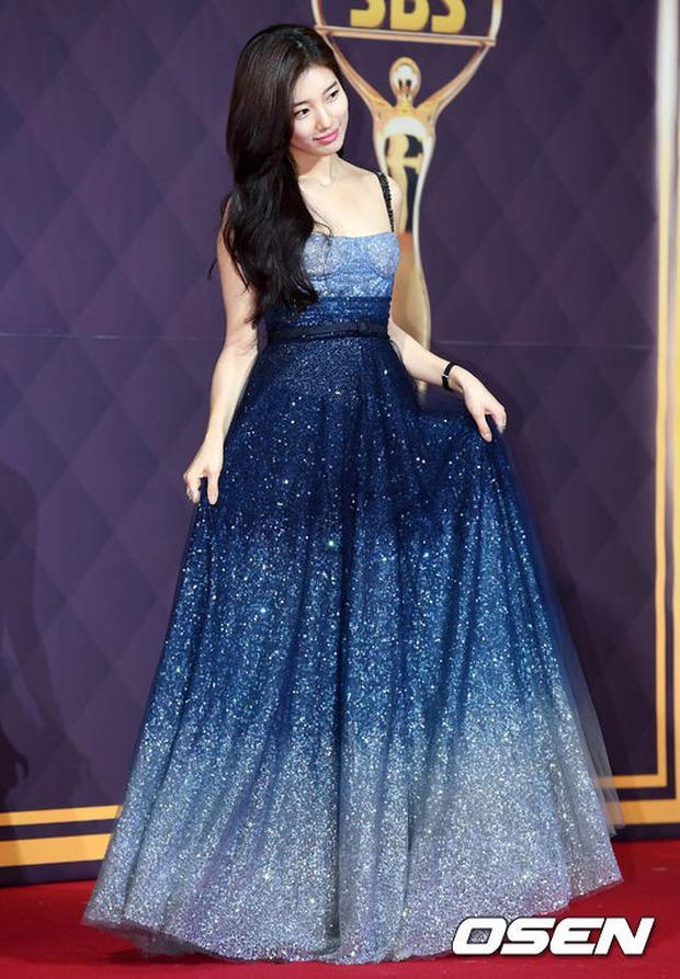 Thảm đỏ SBS Drama Awards: Nữ thần Suzy cân cả Yuri và dàn mỹ nhân hàng đầu Kpop, cặp vợ chồng Jisung quyền lực xuất hiện - Ảnh 4.