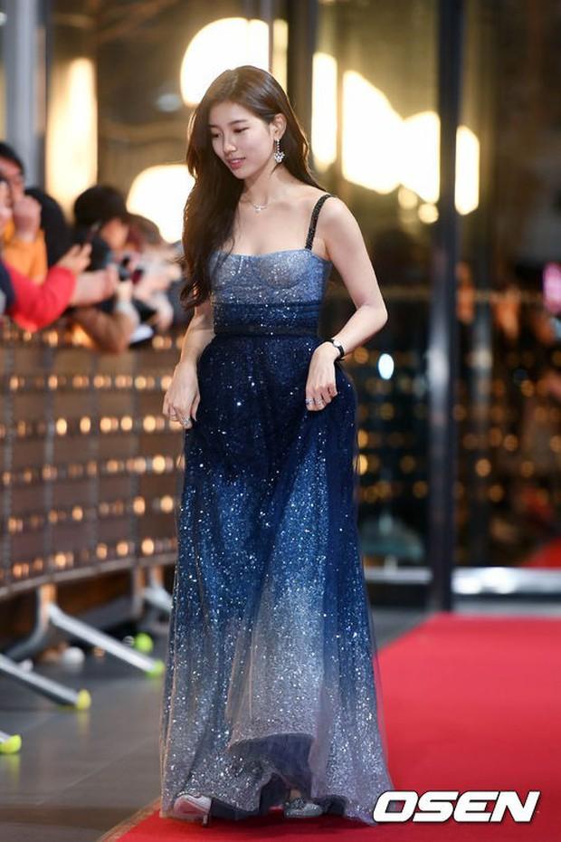Thảm đỏ SBS Drama Awards: Nữ thần Suzy cân cả Yuri và dàn mỹ nhân hàng đầu Kpop, cặp vợ chồng Jisung quyền lực xuất hiện - Ảnh 2.