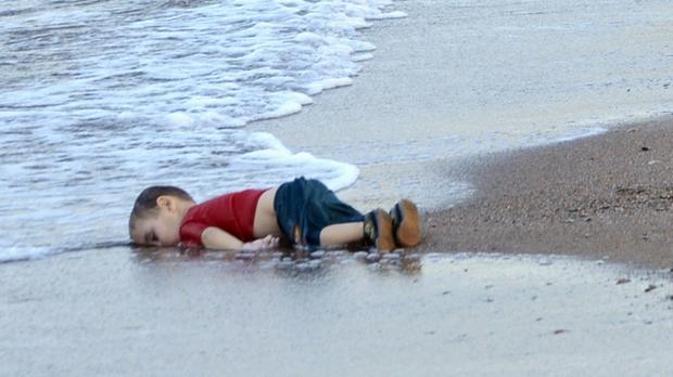 2 cô bé sinh đôi thiệt mạng trong vụ tấn công hóa học ở Syria hay số phận bi thảm của rất nhiều đứa trẻ đáng thương khác - Ảnh 3.