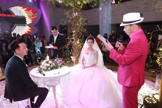 MC Thành Trung cùng bà xã kí hợp đồng hôn nhân trong lễ cưới - Ảnh 10.