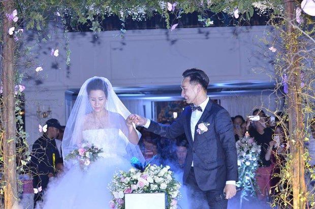MC Thành Trung cùng bà xã kí hợp đồng hôn nhân trong lễ cưới - Ảnh 4.