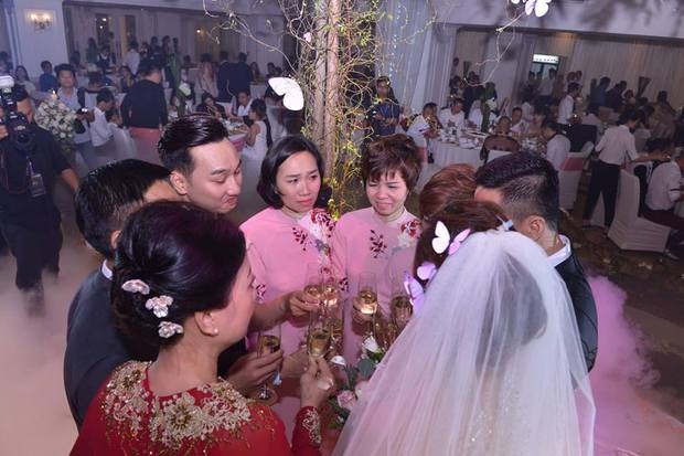 MC Thành Trung cùng bà xã kí hợp đồng hôn nhân trong lễ cưới - Ảnh 13.