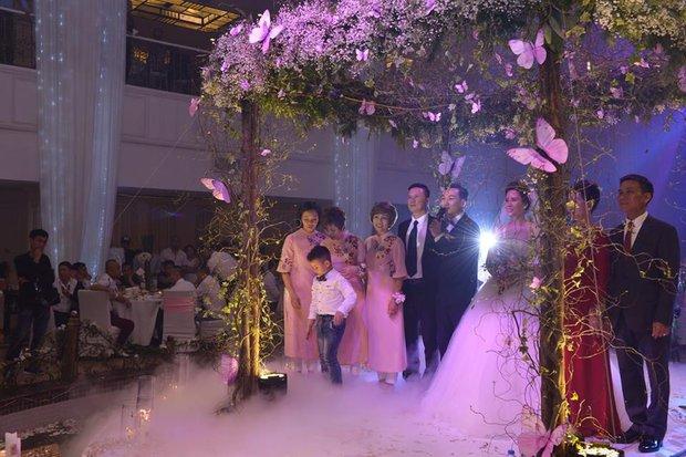 MC Thành Trung cùng bà xã kí hợp đồng hôn nhân trong lễ cưới - Ảnh 12.