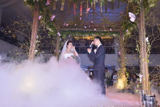 MC Thành Trung cùng bà xã kí hợp đồng hôn nhân trong lễ cưới - Ảnh 8.