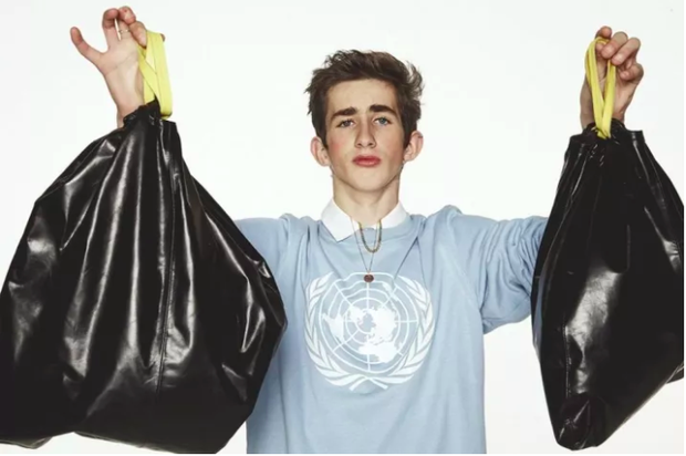 Thật kỳ lạ, túi da na ná túi nilon đựng rác lại được bán với giá hơn 9,5 triệu đồng - Ảnh 1.
