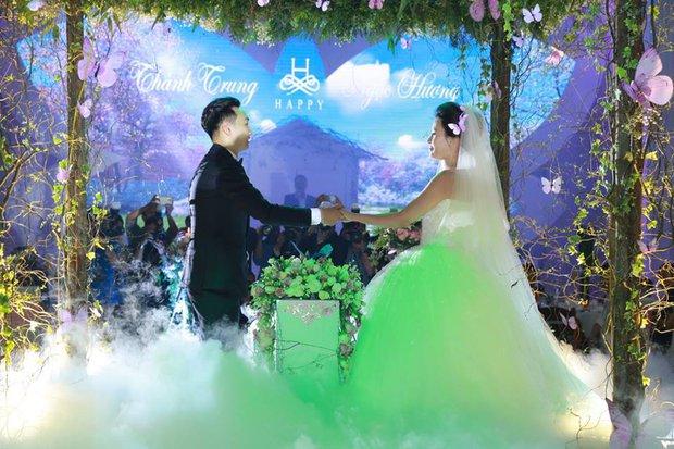 MC Thành Trung cùng bà xã kí hợp đồng hôn nhân trong lễ cưới - Ảnh 5.