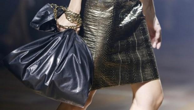 Thật kỳ lạ, túi da na ná túi nilon đựng rác lại được bán với giá hơn 9,5 triệu đồng - Ảnh 4.