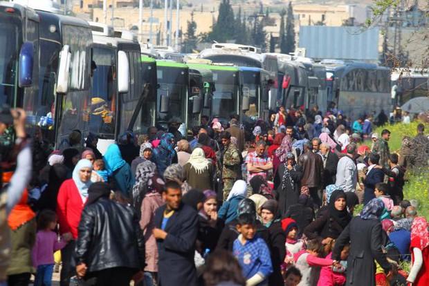 Ít nhất 80 trẻ em thiệt mạng trong vụ đánh bom đoàn xe sơ tán tại Syria - Ảnh 5.