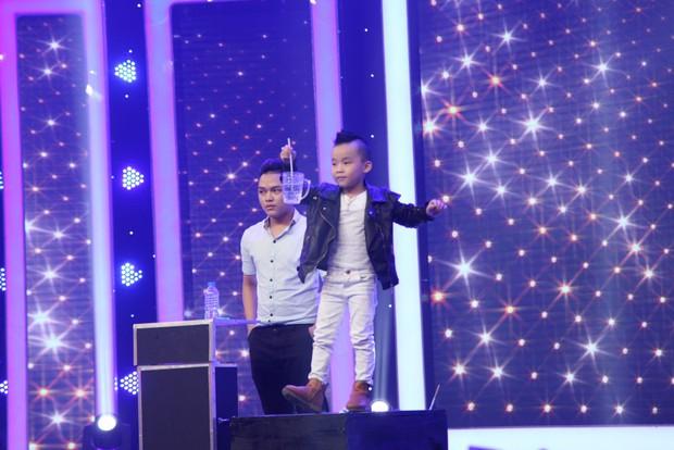 Chi Pu chạy lên sân khấu vì phát hiện ra bản sao nhí - Ảnh 10.