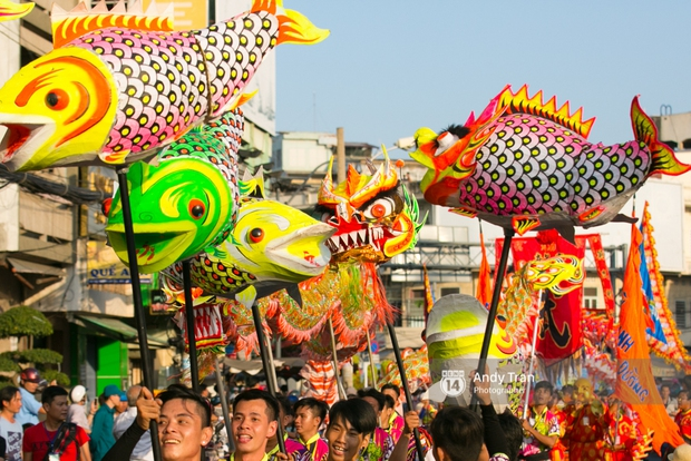 Cộng đồng người Hoa ở Sài Gòn hào hứng đổ ra đường đón Tết nguyên tiêu - Ảnh 8.