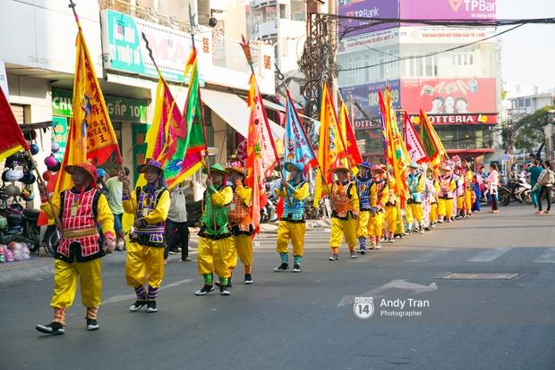 Cộng đồng người Hoa ở Sài Gòn hào hứng đổ ra đường đón Tết nguyên tiêu - Ảnh 3.