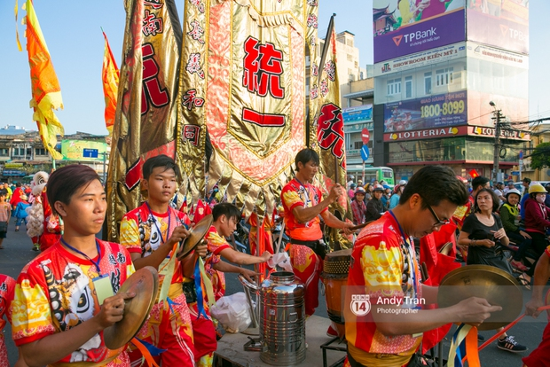 Cộng đồng người Hoa ở Sài Gòn hào hứng đổ ra đường đón Tết nguyên tiêu - Ảnh 4.