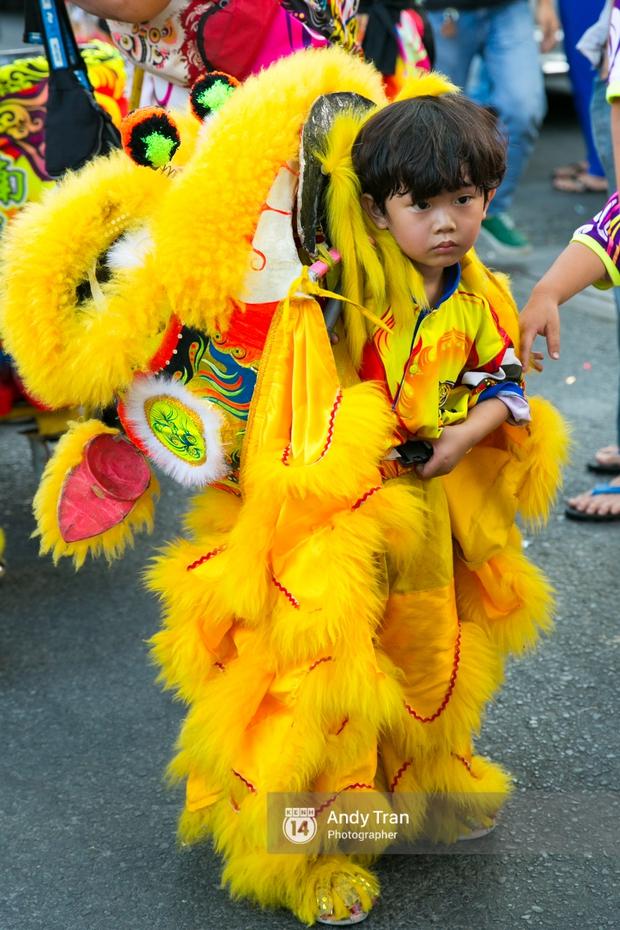 Cộng đồng người Hoa ở Sài Gòn hào hứng đổ ra đường đón Tết nguyên tiêu - Ảnh 9.