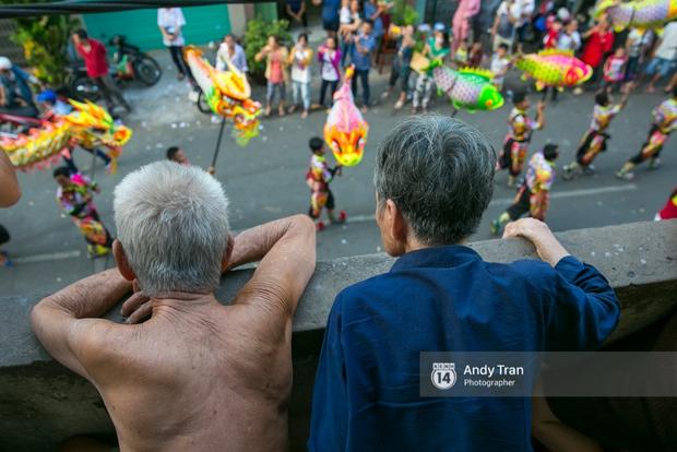 Cộng đồng người Hoa ở Sài Gòn hào hứng đổ ra đường đón Tết nguyên tiêu - Ảnh 10.