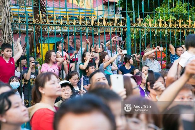 Cộng đồng người Hoa ở Sài Gòn hào hứng đổ ra đường đón Tết nguyên tiêu - Ảnh 13.
