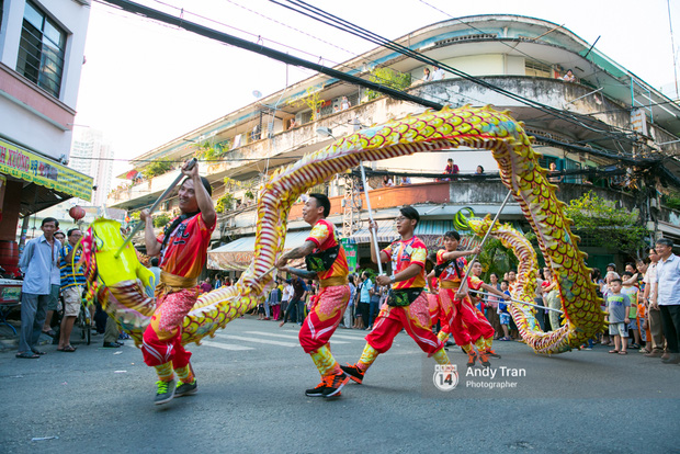 Cộng đồng người Hoa ở Sài Gòn hào hứng đổ ra đường đón Tết nguyên tiêu - Ảnh 7.