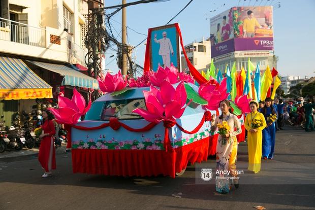 Cộng đồng người Hoa ở Sài Gòn hào hứng đổ ra đường đón Tết nguyên tiêu - Ảnh 6.