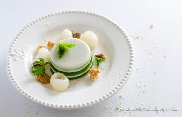 Món ăn nhìn rất ảo diệu này hoá ra là thạch dừa và cách làm cực kì dễ - Ảnh 1.
